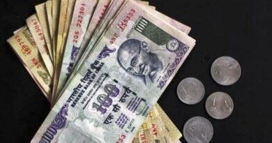 Rupee falls 34 paise to 74.20 against US dollar in early trade